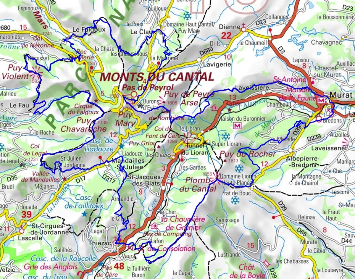 GR400 Hiking on the Tour of Cantal Volcanoes